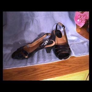 Soft spots, Niema sandal